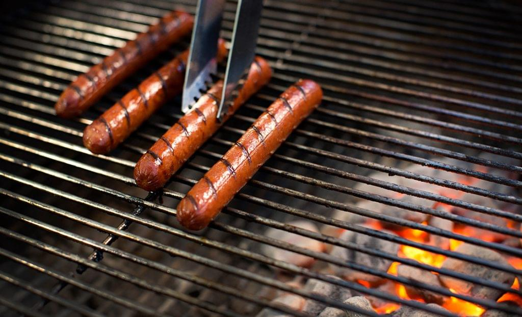 KFD_HOT_DOGS_COOKING_ON_COOL_SIDE-0048
