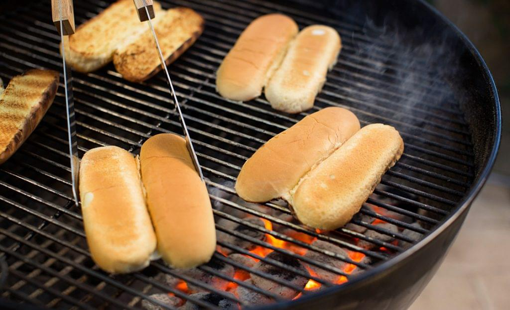 KFD_HOT_DOGS_TOASTING_BUNS-0031